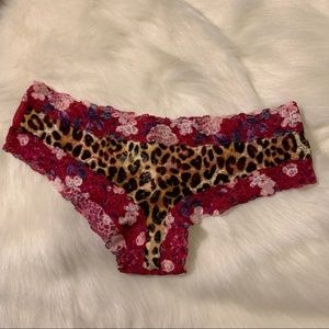🆕 VS PINK Floral Cheetah Lace Cheekster Panty M